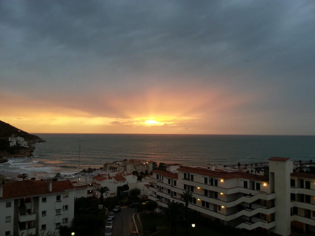 Разходка в Сиджес Барселона търсене и оценка на хотели