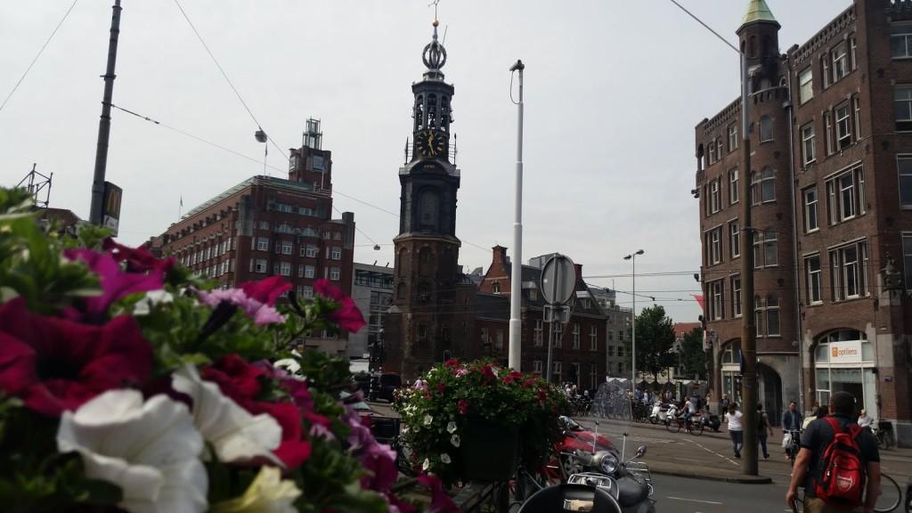 Най-старата кула в Амстердам HotelFinder търсене и оценка на хотели