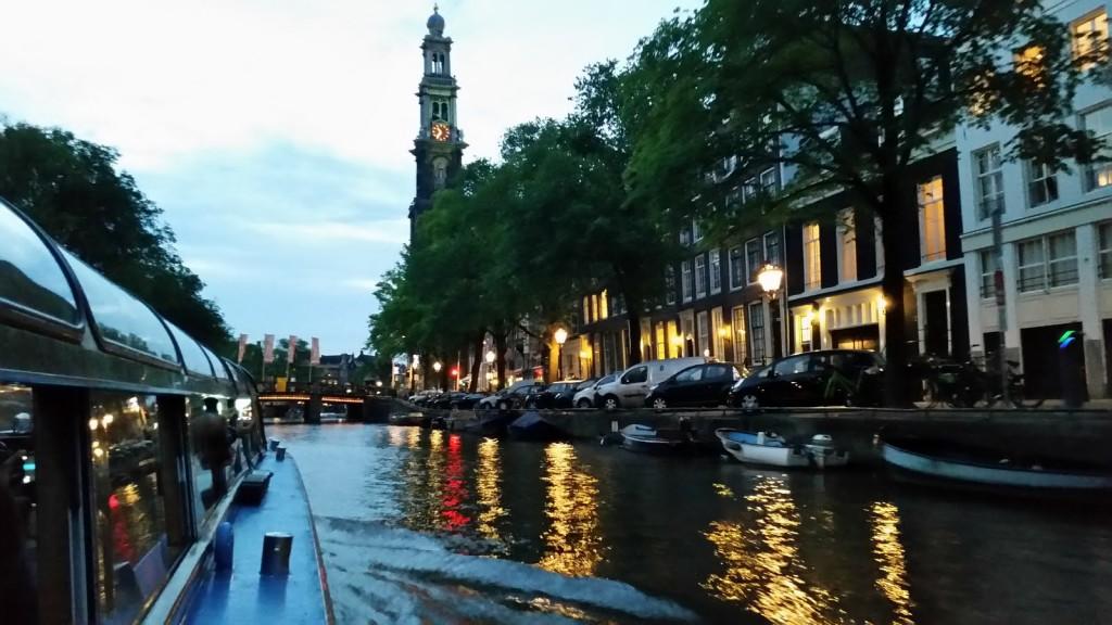 Нощна разходка с корабче Амстердам HotelFinder търсене и оценка на хотели