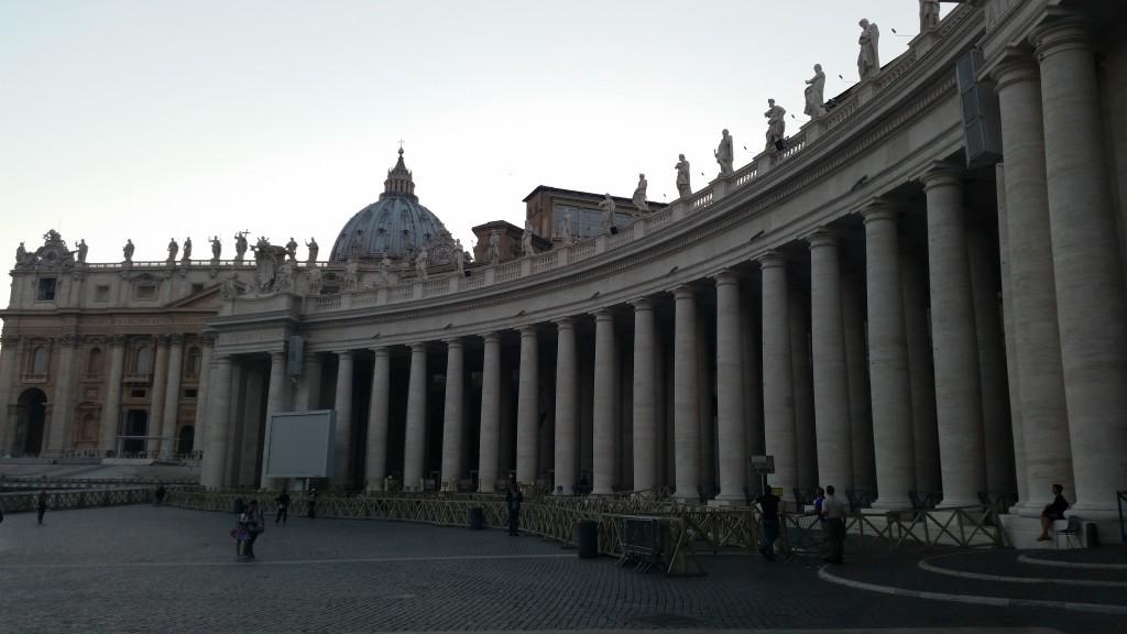 Катедрала и площад св. Петър в Рим HotelFinder търсене и оценка на хотели