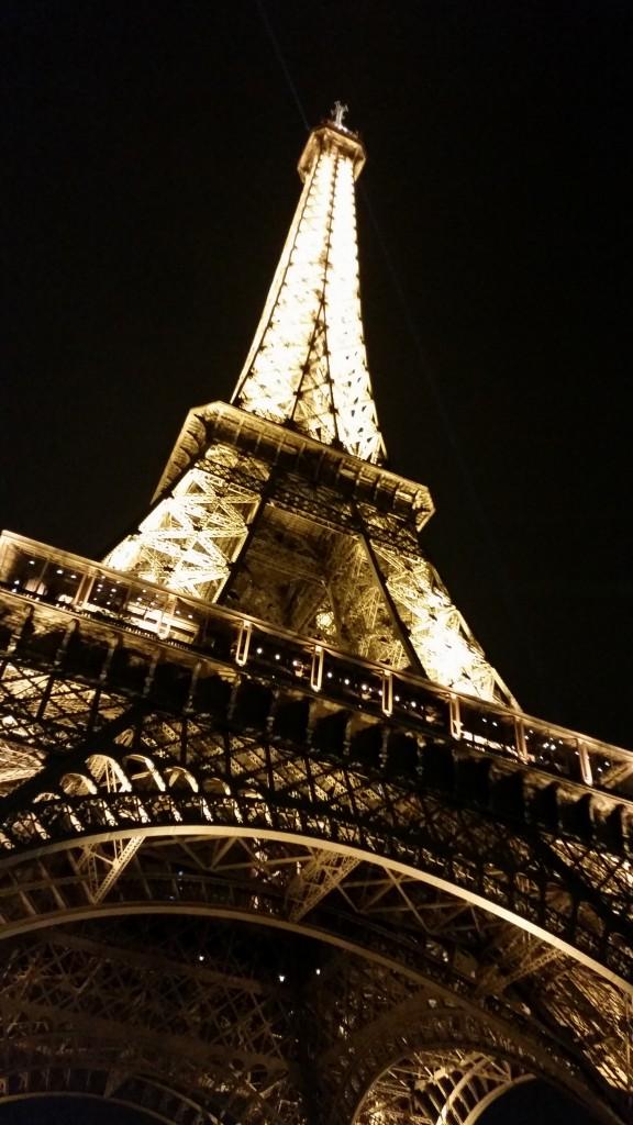 Айфеловата кула Париж HotelFinder търсене и оценка на хотели