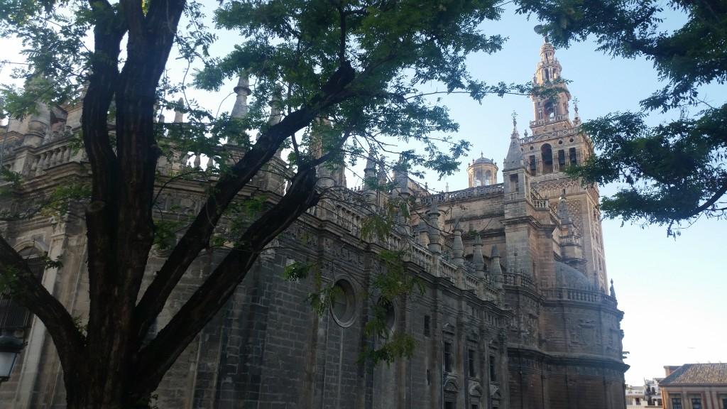 Севия катедралата и La Giralda HotelFinder търсене и оценка на хотели