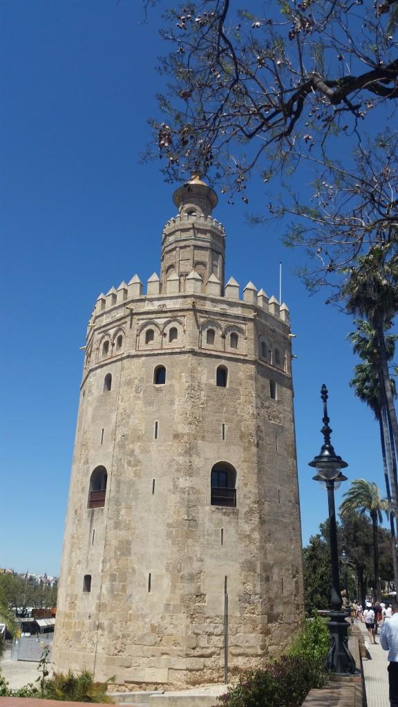 Торе дел Оро Златната кула Севиля HotelFinder търсене и оценка на хотели